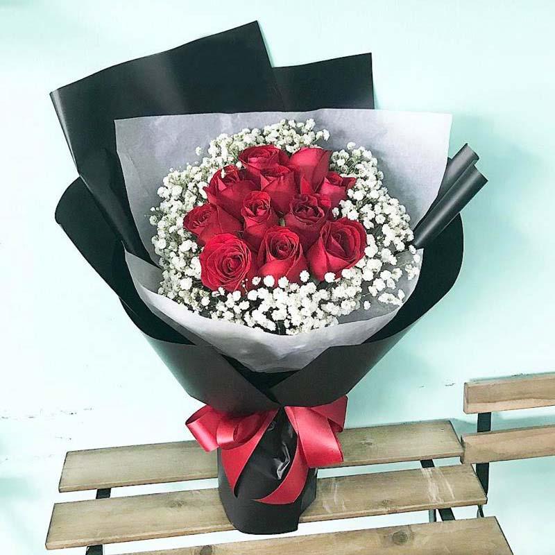12支红玫瑰花束