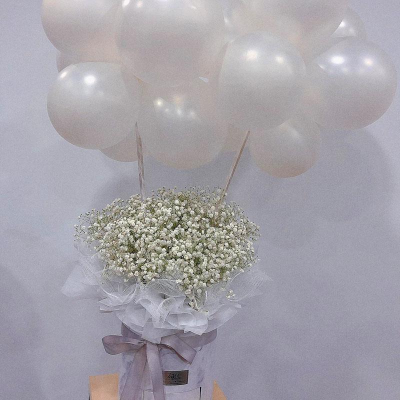 白色满天星礼盒+12气球