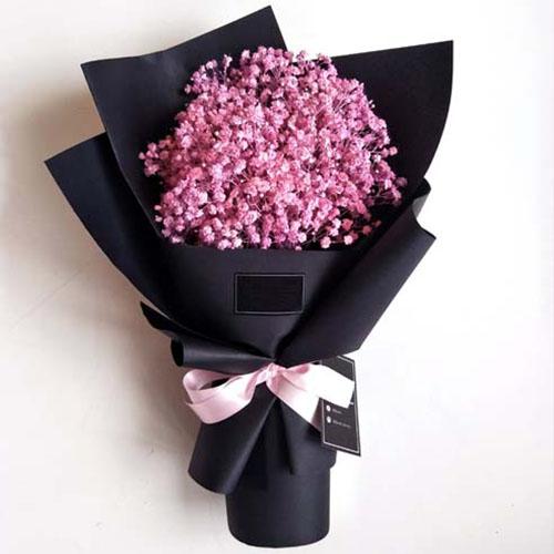 粉色满天星花束