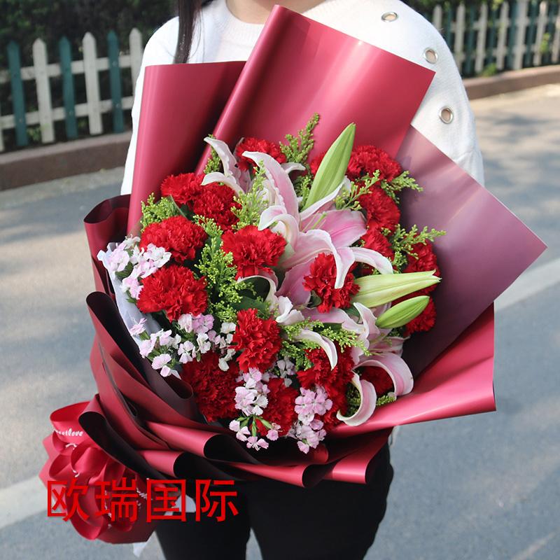 16支红康乃馨5支粉百合花束