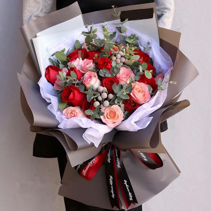 12红+12粉玫瑰花束