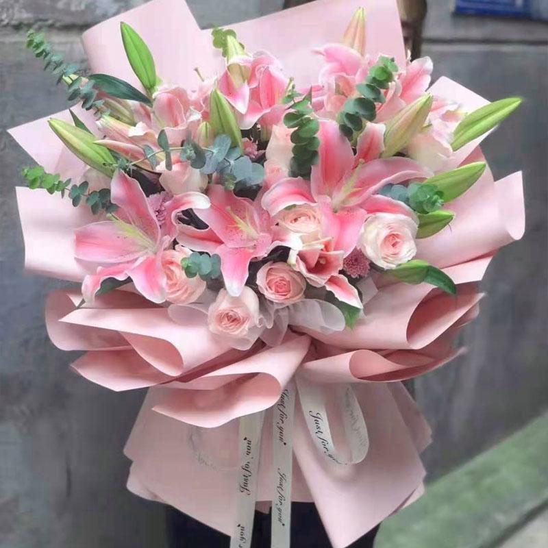 12支粉玫瑰12支粉百合花束
